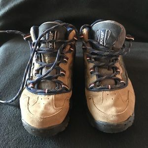 b0b014c2968 Brooks women hiking boots